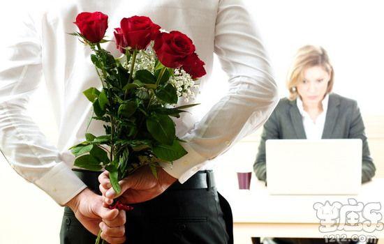 水瓶座如何面对办公室恋情2